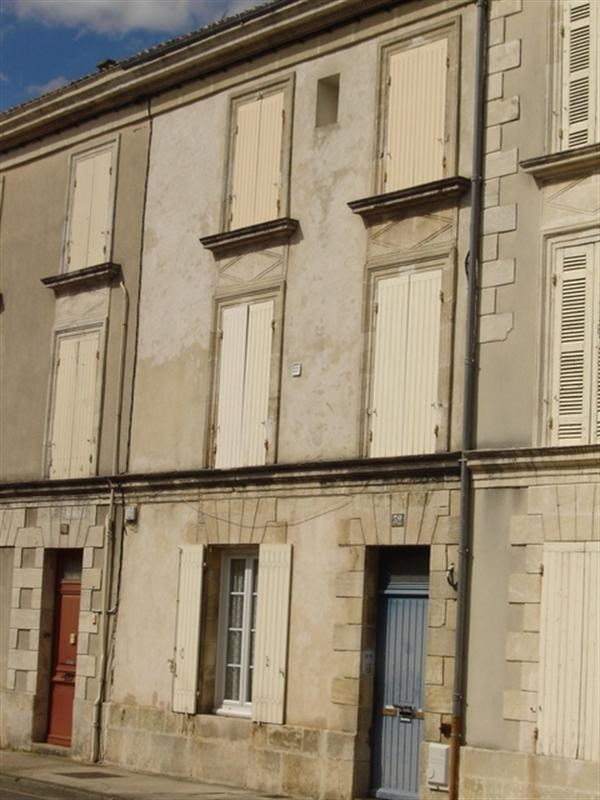Sale building Saint-jean-d'angély 147 000€ - Picture 1