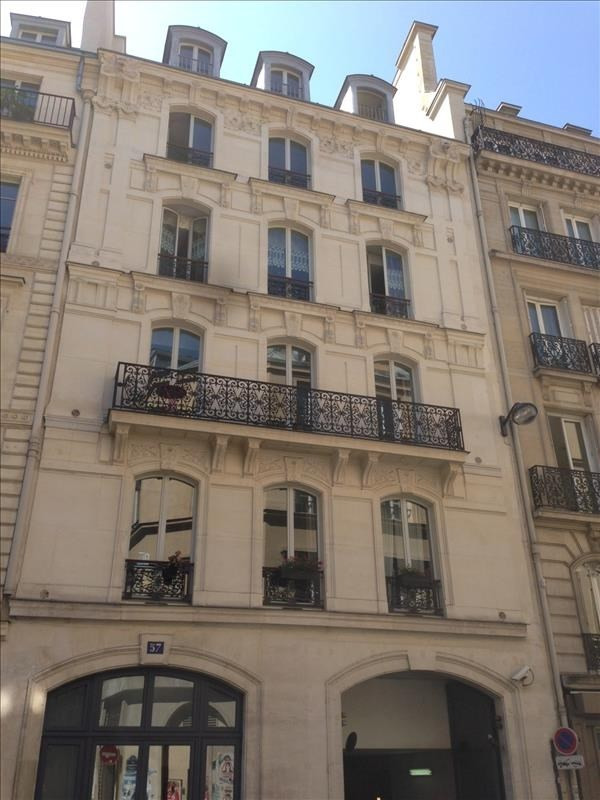 Rental apartment Paris 9ème 1780€ CC - Picture 1