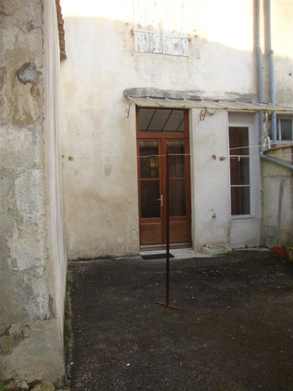Sale house / villa Saint-jean-d'angély 64 500€ - Picture 2