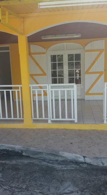 Rental apartment Baillif 800€ CC - Picture 1