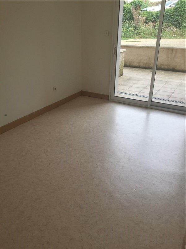 Location appartement Iteuil 428€ CC - Photo 3