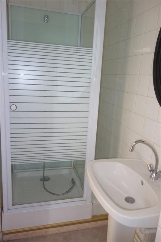 Location appartement Le coteau 348€ CC - Photo 2