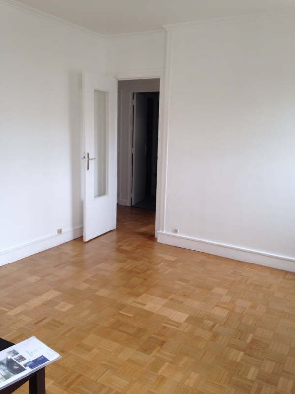 Location appartement Paris 15ème 1130€cc - Photo 2