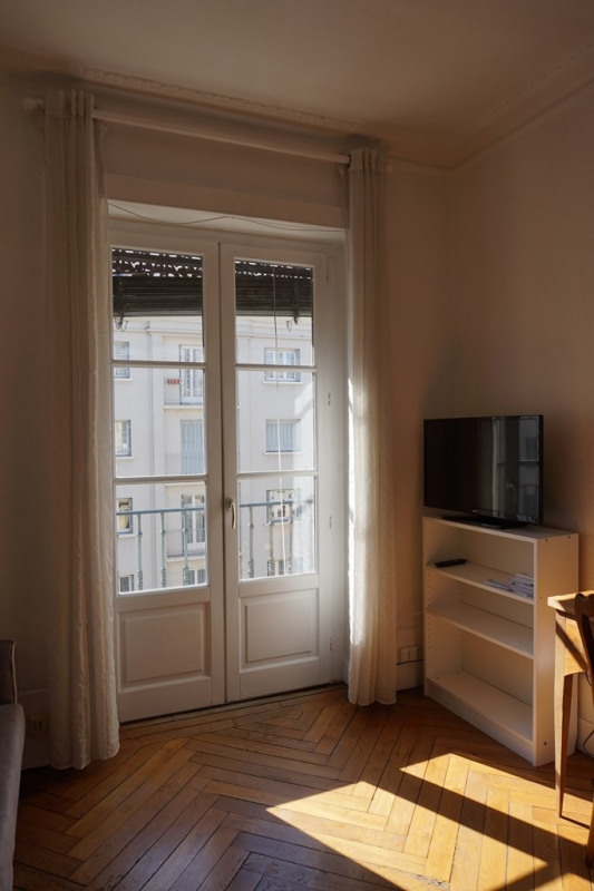 Location appartement Lyon 6ème 875€ CC - Photo 2