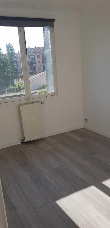 Rental apartment Sathonay camp 700€ CC - Picture 4