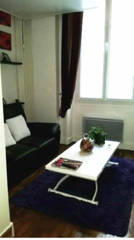 Rental apartment Paris 10ème 890€ CC - Picture 1