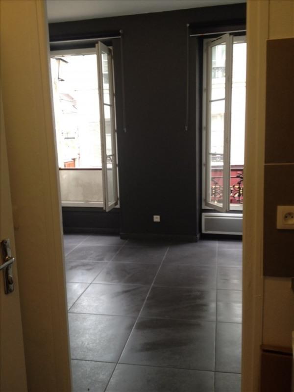 Rental apartment Paris 18ème 927€ CC - Picture 1