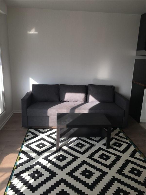Rental apartment La plaine st denis 980€ CC - Picture 2