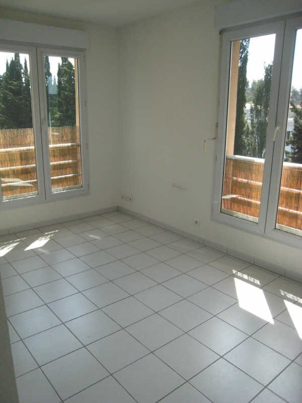Rental apartment Meyreuil 386€ CC - Picture 1