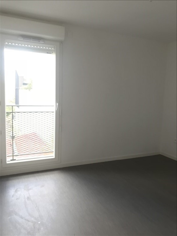 Rental apartment Vitry sur seine 1 059€ CC - Picture 2