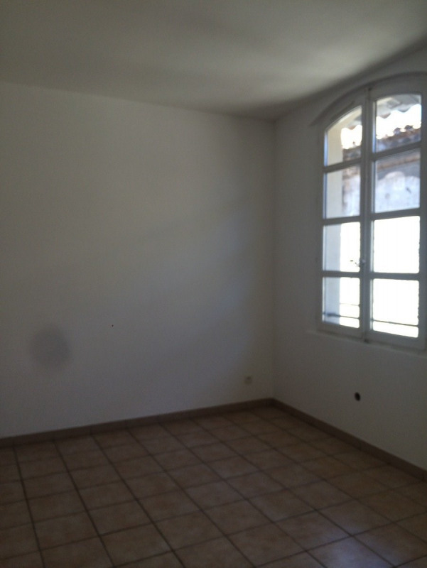 Location appartement Beaucaire 370€ CC - Photo 1