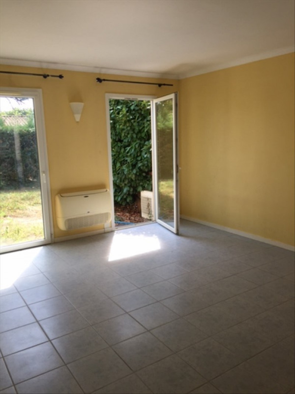 Rental apartment Castillon la bataille 300€ CC - Picture 1