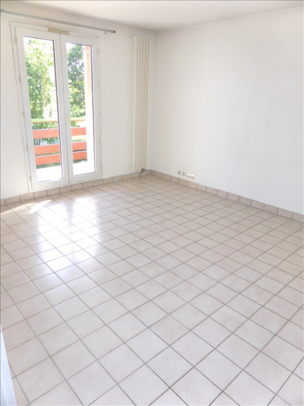 Location appartement Prevessin-moens 1045€ CC - Photo 1