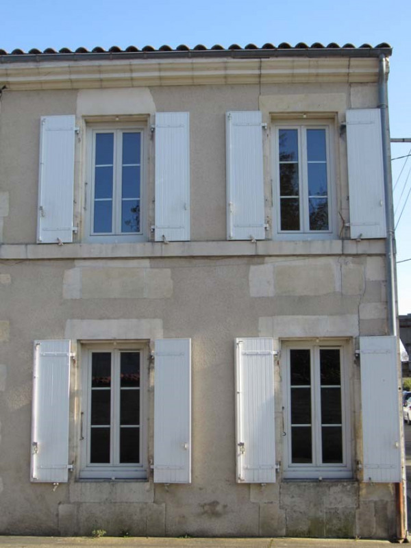 Vente maison / villa Saint-jean-d'angély 111800€ - Photo 2