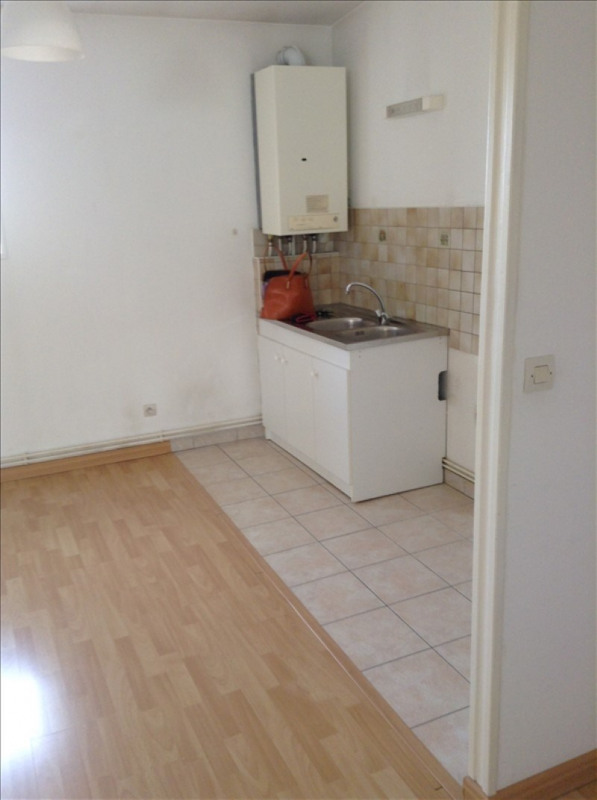 Rental apartment St quentin 560€ CC - Picture 5