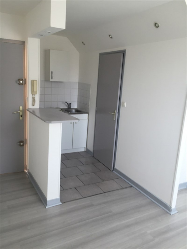 Rental apartment St quentin 320€ CC - Picture 1