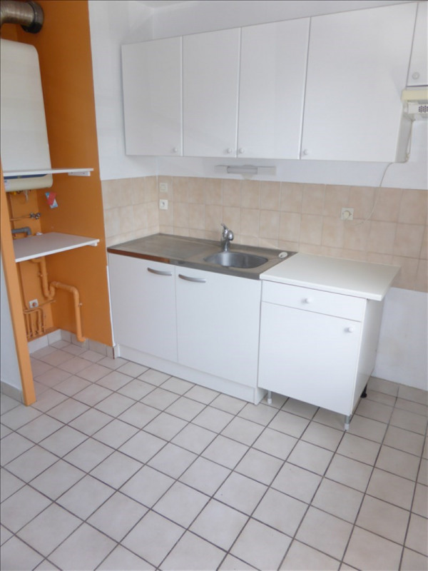 Location appartement Prevessin-moens 1037€ CC - Photo 3
