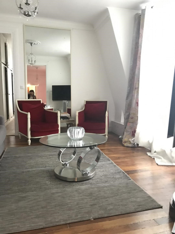 Rental apartment Paris 8ème 2 000€ +CH - Picture 2