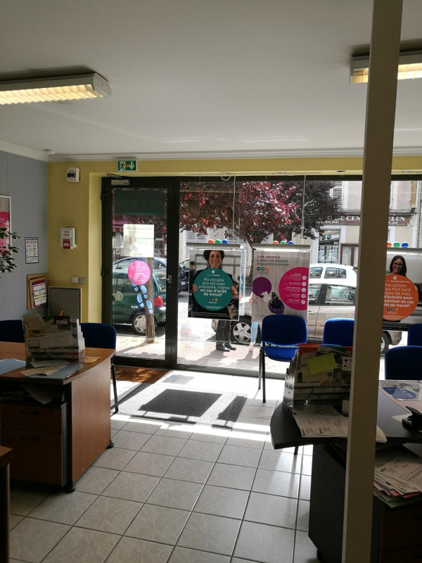 Location local commercial Melun 1200€ +CH/ HT - Photo 1