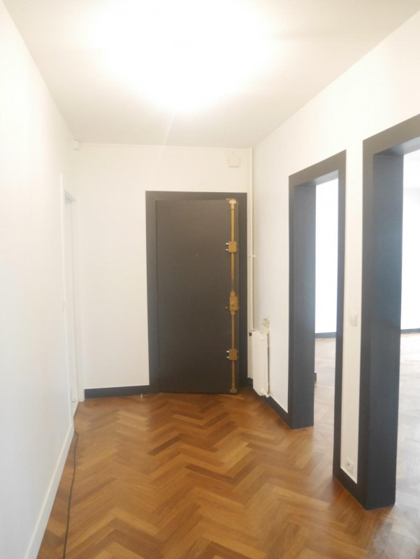 Location appartement Paris 17ème 2 364€ CC - Photo 5