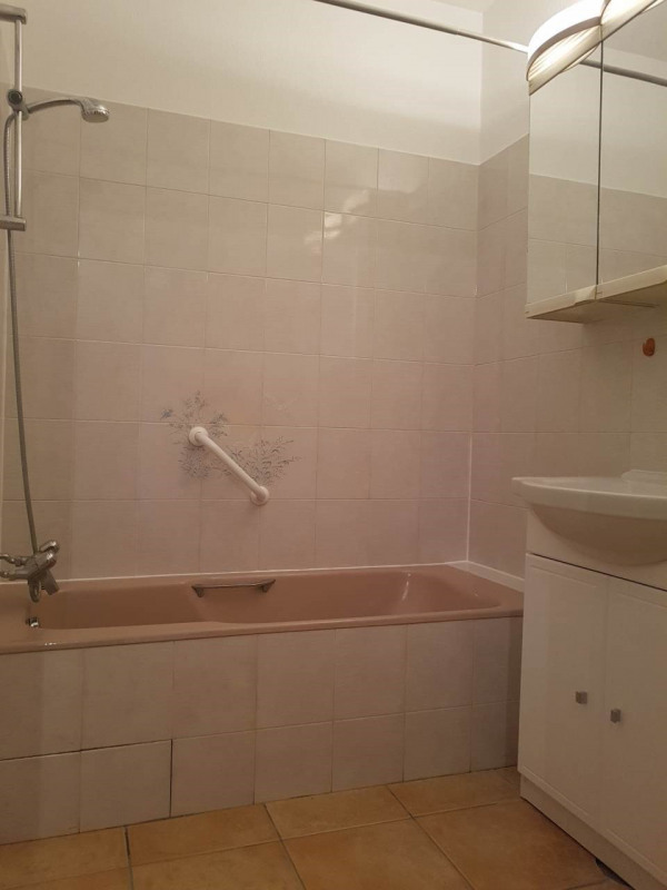 Rental apartment Annemasse 1 100€ CC - Picture 8