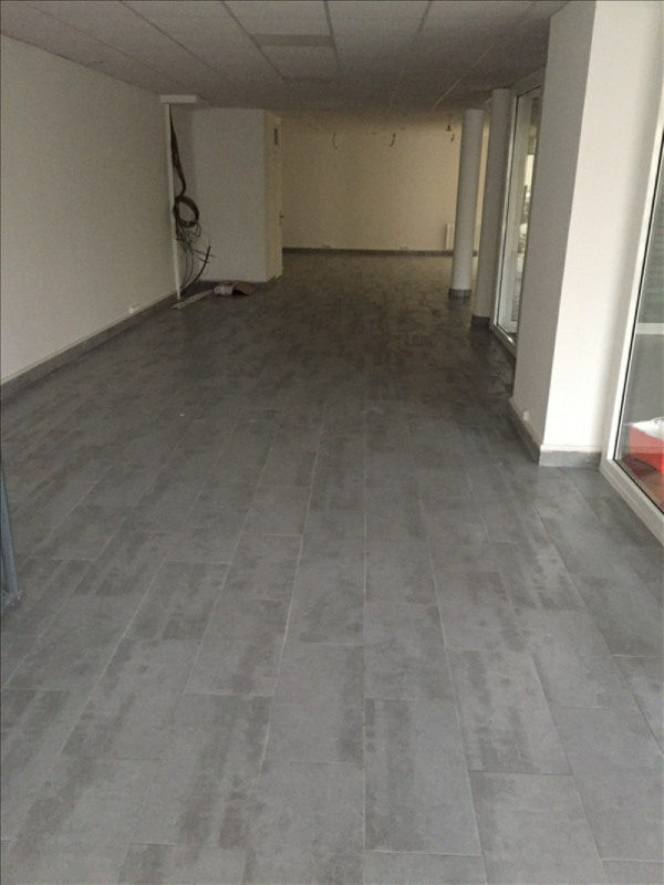 Location local commercial Romainville 2 500€ HT/HC - Photo 2