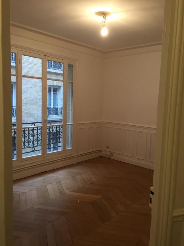 Location appartement Paris 15ème 1460€ CC - Photo 1