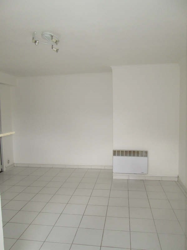 Rental apartment La lande de fronsac 425€ CC - Picture 2