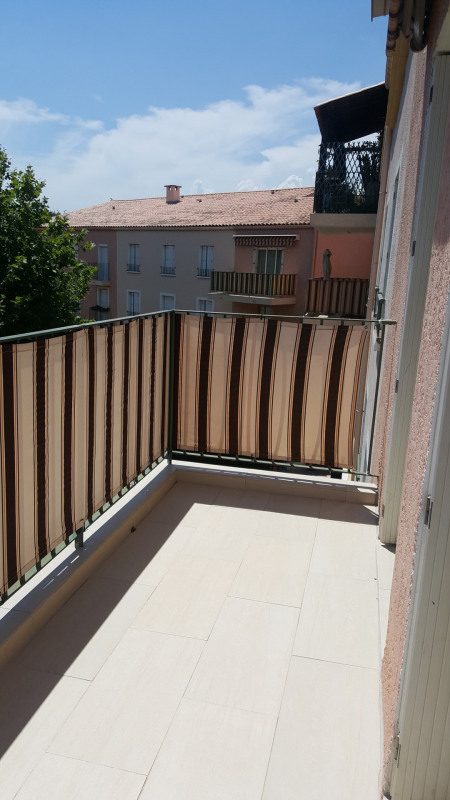 Location appartement Fréjus 1020€ CC - Photo 1