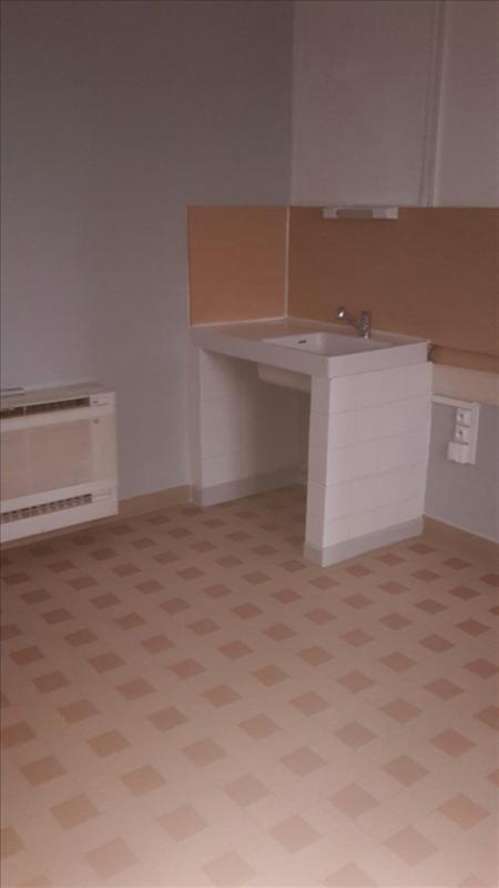 Rental apartment Riorges 340€ CC - Picture 4
