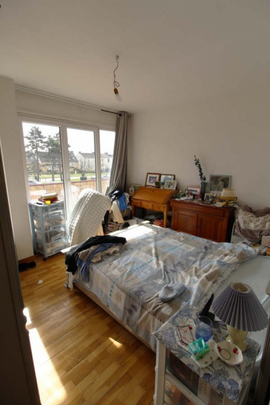 Rental apartment Maurepas 958€ CC - Picture 2