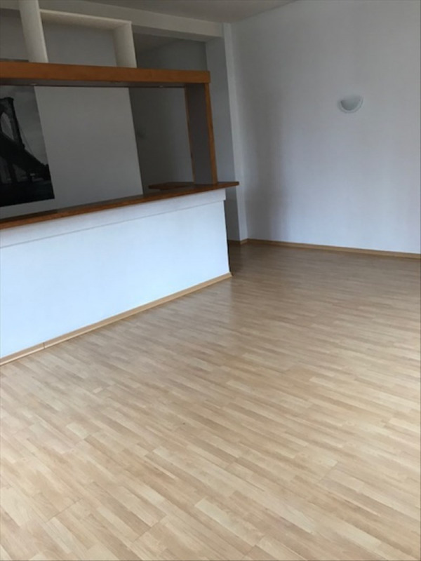 Rental apartment St quentin 650€ CC - Picture 4