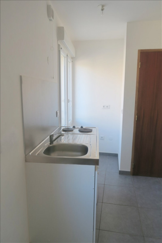 Rental apartment Ste genevieve des bois 550€ CC - Picture 1
