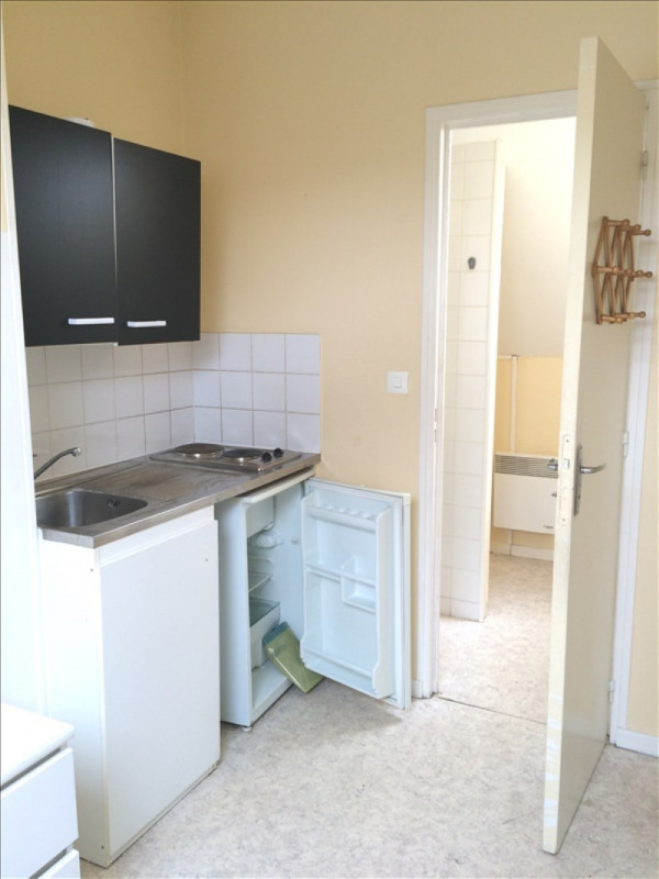 Rental apartment St quentin 275€ CC - Picture 1