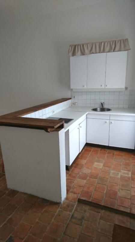Location appartement Sonchamp 470€ CC - Photo 2