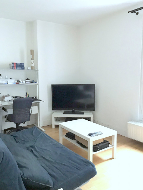 Location appartement Paris 15ème 1 025€ CC - Photo 1