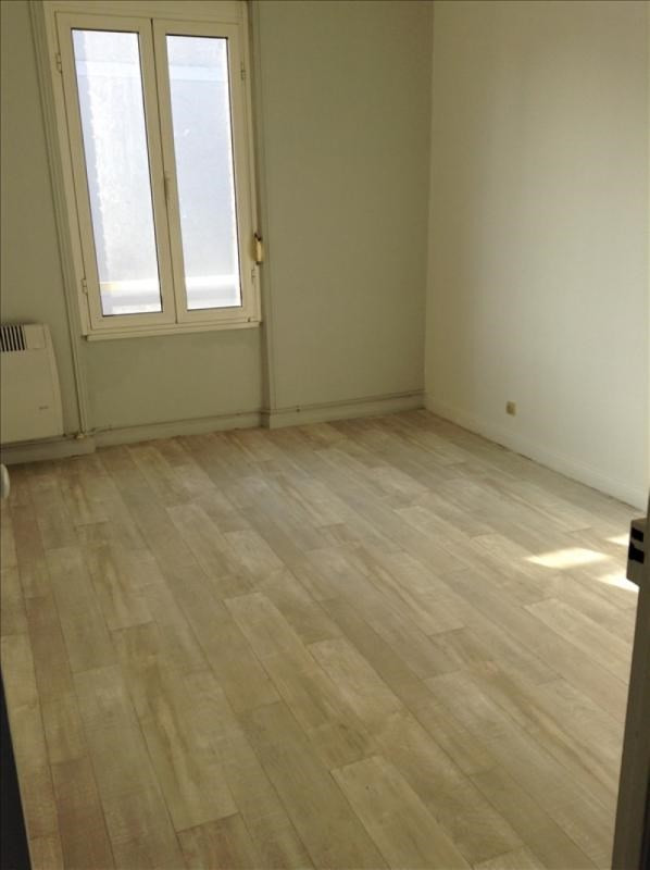 Location appartement 02100 410€ CC - Photo 1