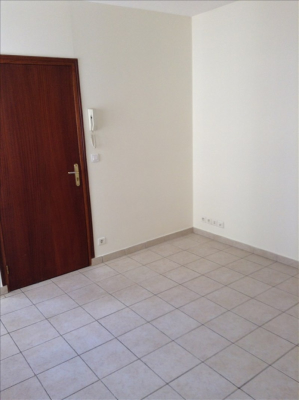 Rental apartment St quentin 380€ +CH - Picture 3