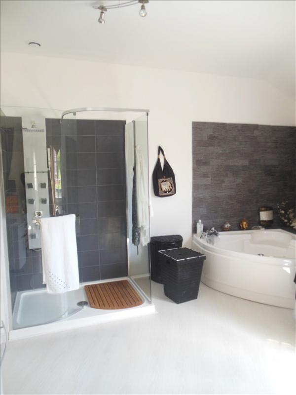 Sale house / villa Belbeuf 379000€ - Picture 8