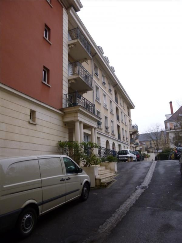 Location appartement Le plessis robinson 858€ CC - Photo 1