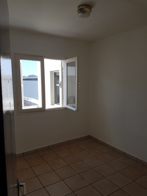 Rental apartment Le tampon 515€ +CH - Picture 4