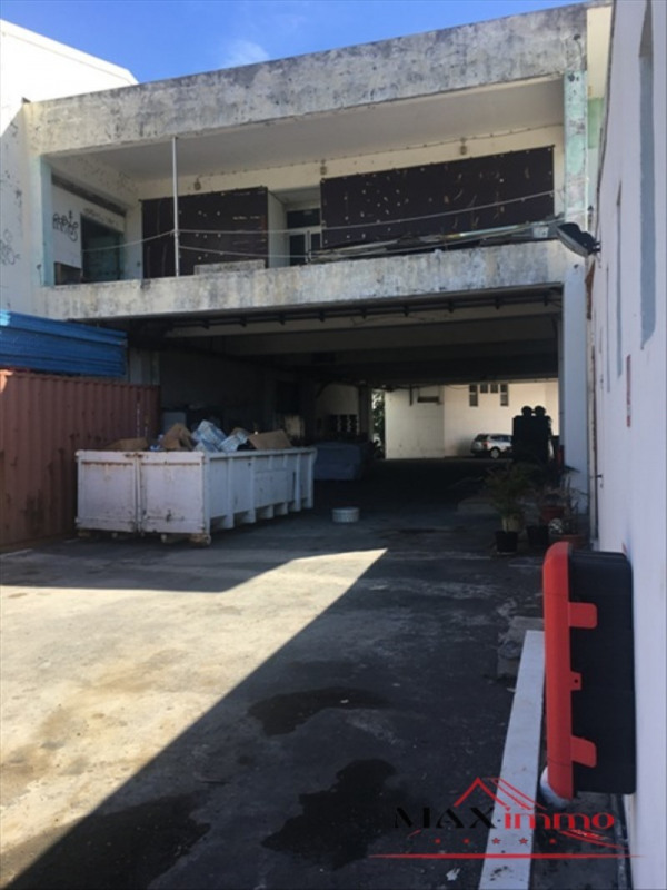 Location local commercial St pierre 10000€ HT/HC - Photo 1