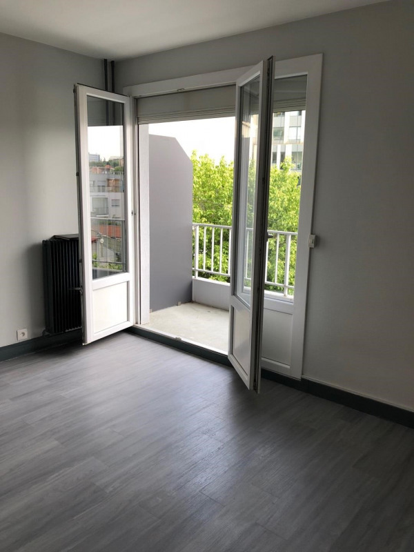 Rental apartment Villejuif 510€ CC - Picture 2