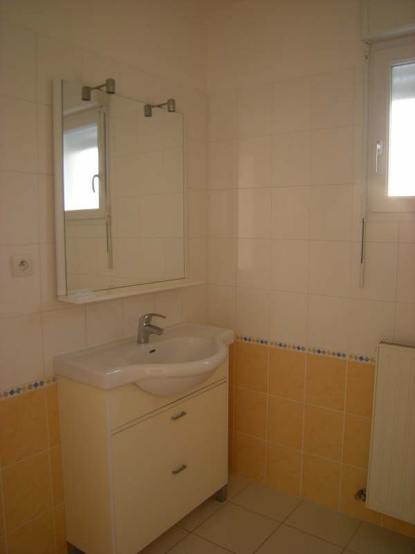 Location maison / villa Dange st romain 636€ CC - Photo 4