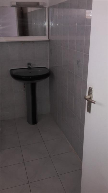 Rental house / villa Le gosier 480€ CC - Picture 5