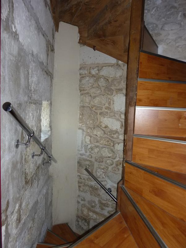Location appartement Saintes 296€ CC - Photo 5