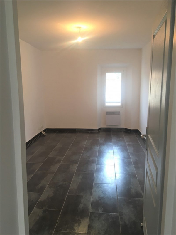 Location appartement Roquevaire 850€ CC - Photo 4
