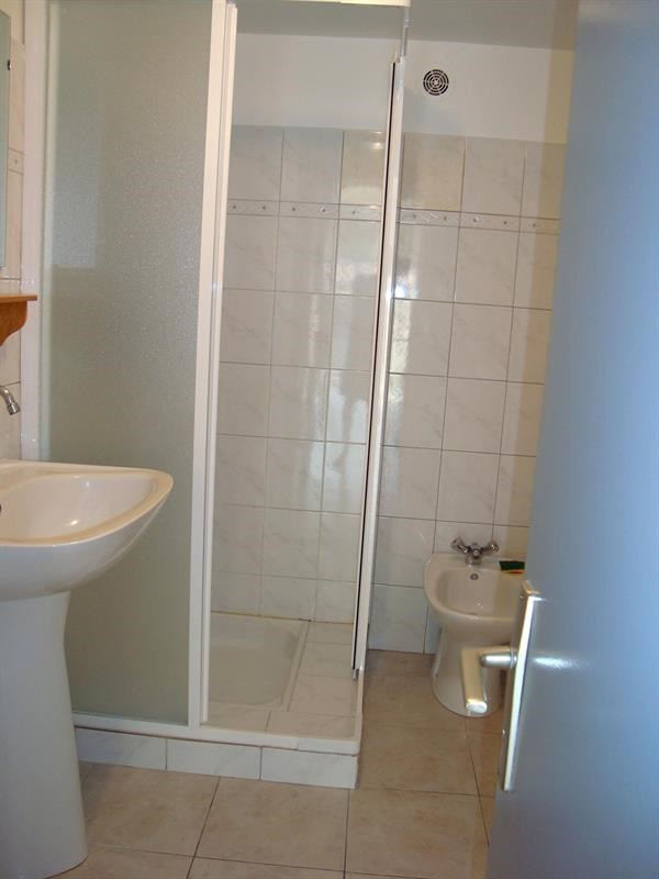 Location appartement Cadolive 817€ CC - Photo 4