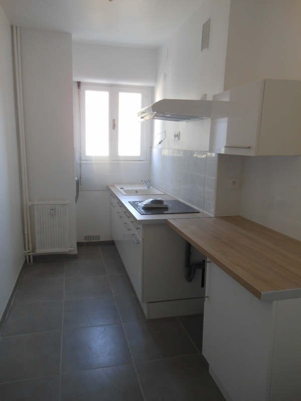 Location appartement Nimes 838€ CC - Photo 3