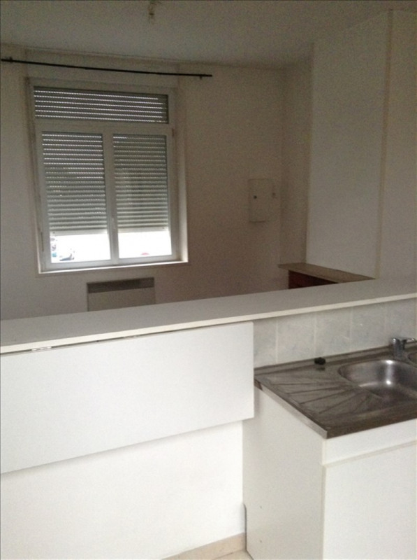 Rental apartment St quentin 410€ CC - Picture 3